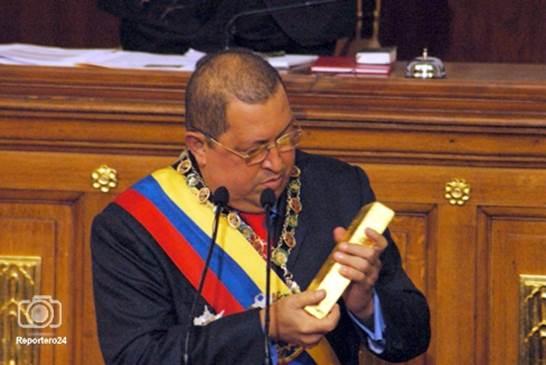 Венесуэла продает золото для обслуживания долгов