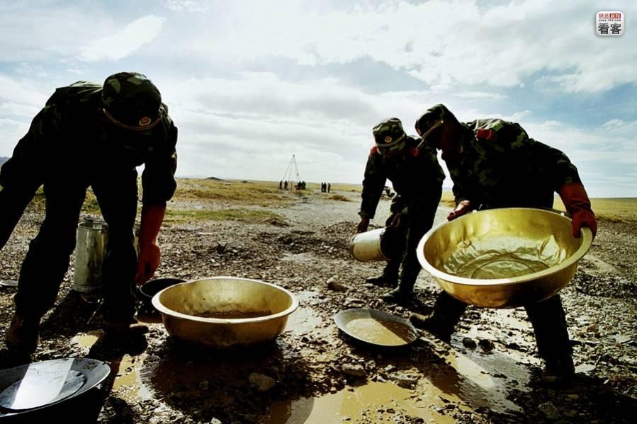 Как китайская армия добывает золото, в картинках