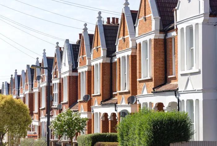 Стоимость жилья в великобритании дом в деревне кипр