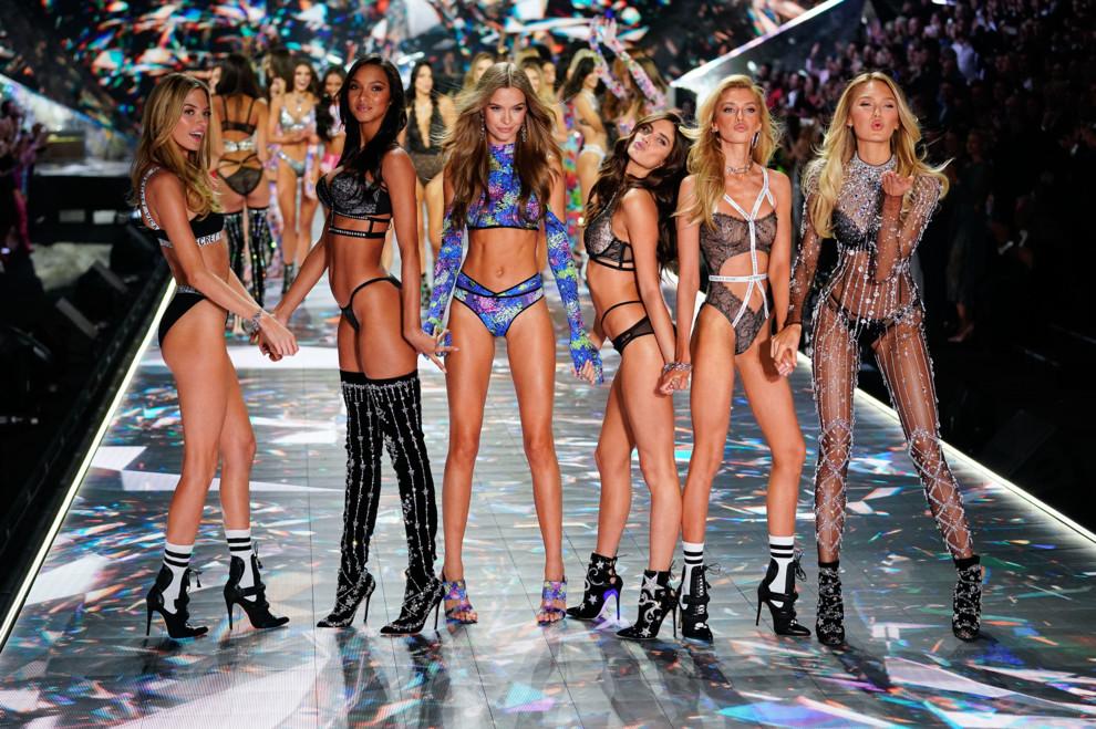 Производитель женского белья Victoria's Secret капитулировал, вернет свое шоу, сделав его «культурно уместным»